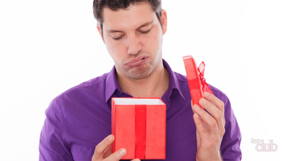 Должен ли мужчина дарить подарки 60