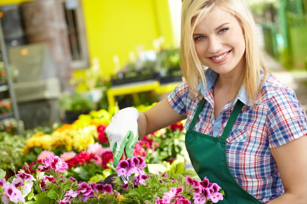 Картинки садовник с цветами