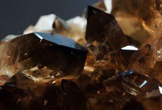 камень дымчатый кварц