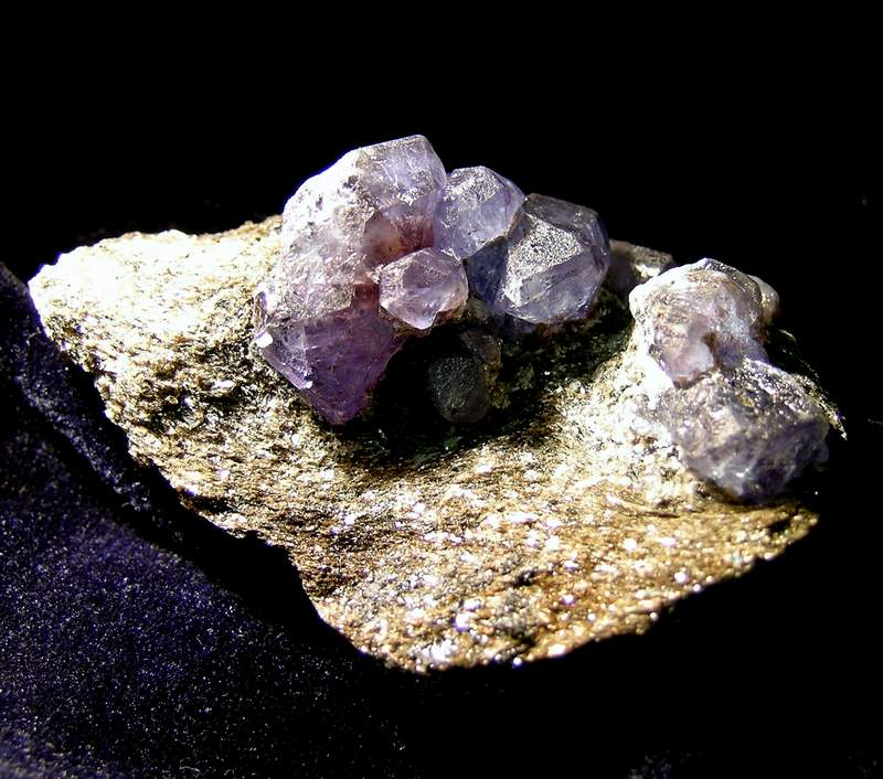 Камень Александрит